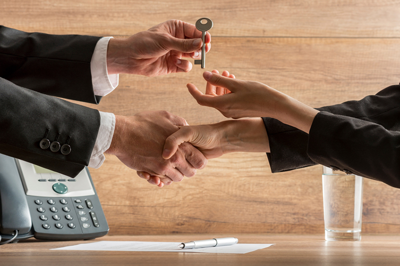 selling your business, selling, keys, handing over keys, business transaction, buying, contract, handshake